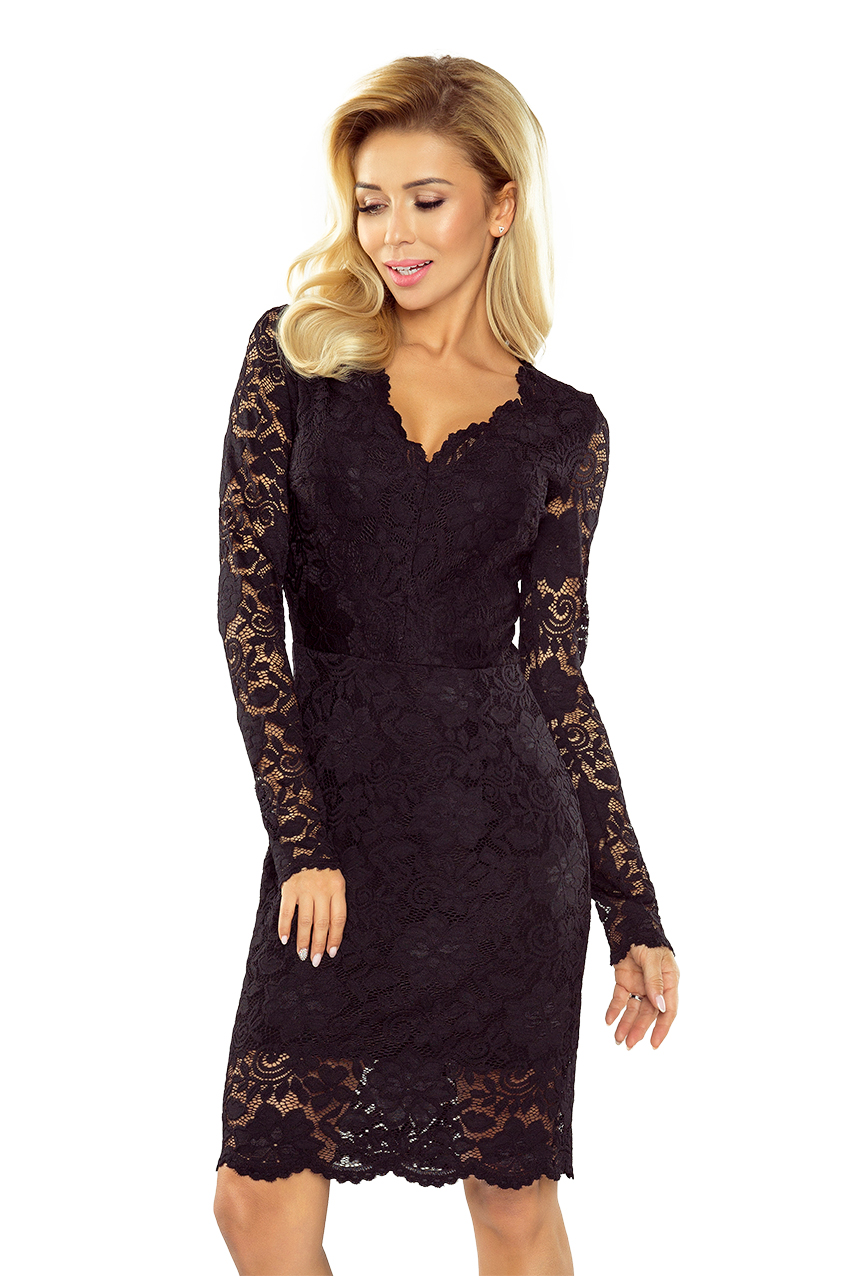 Černé krajkové šaty s výstřihem