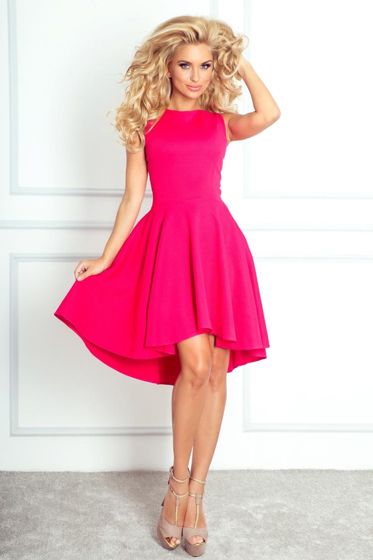 Módní šaty s asymetrickou sukní