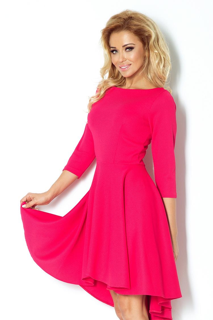 Módní šaty s delší zadní částí